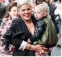 ピンク、3歳息子と新型コロナ闘病「子供は平気だと…」